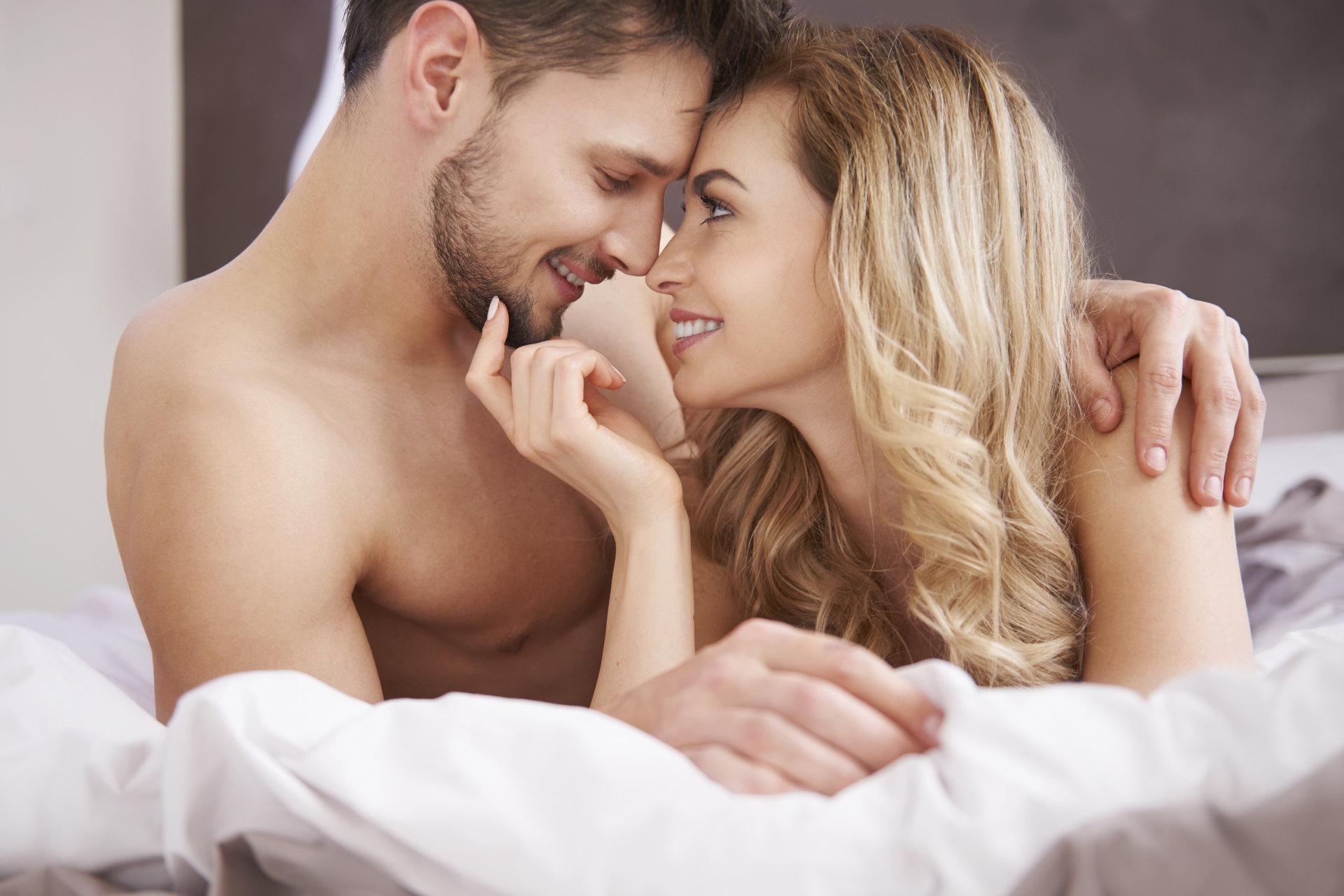 kodėl erekcija kitoms moterims jei varpa sulenkta tai normalu